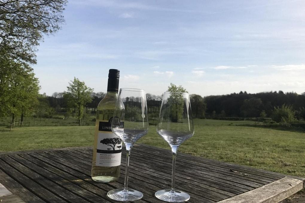 Genieten van een glas wijn bij Het Rijkzicht