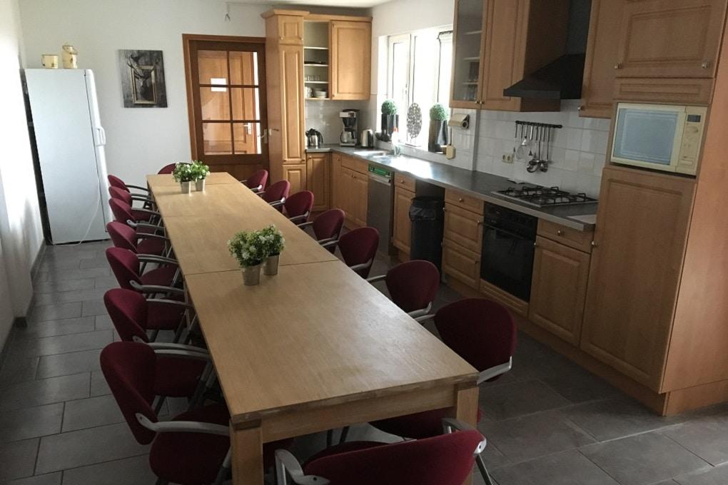 Keuken met lange eettafel, Millers Home
